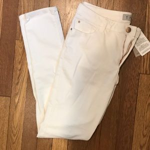 White skinny jeans - never worn, with tags